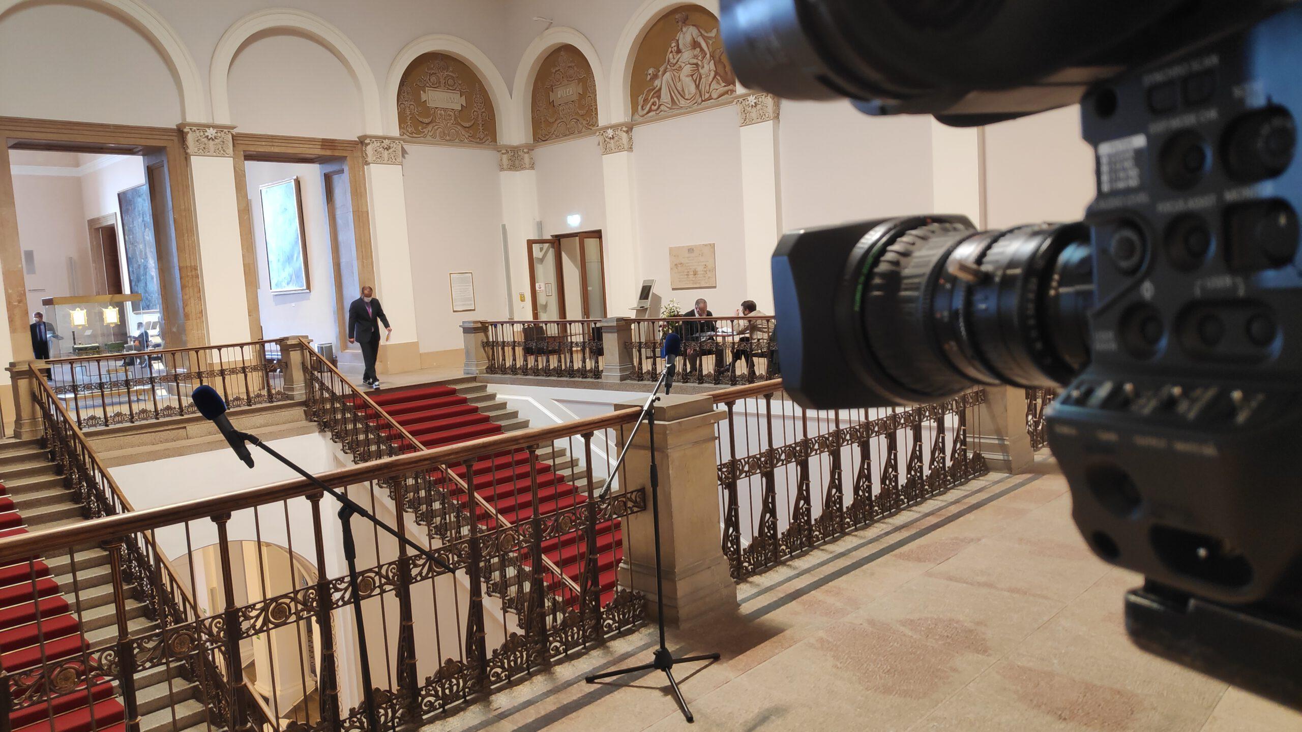 Landtag aufgebaut für Interview